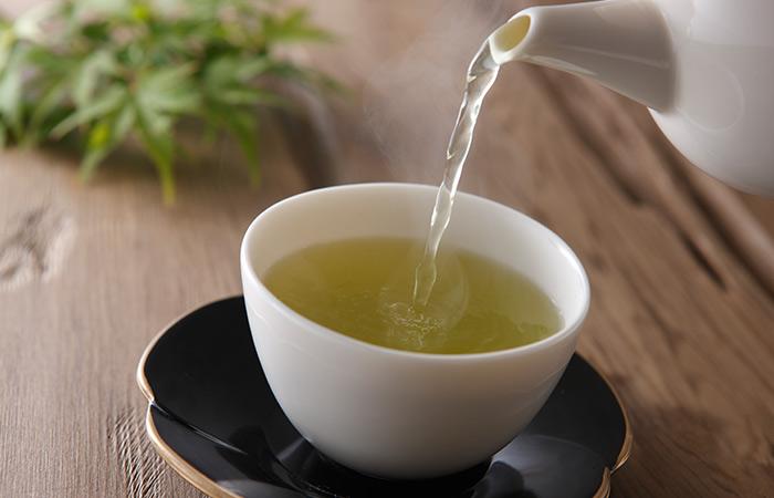 15.-Green-Tea-And-Aloe-Vera-For-Hair-Growth